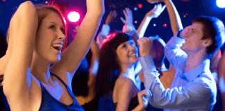 Jak robićładne zdjęcia dziewczyn na imprezie w klubie