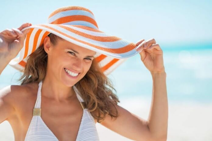 Trójpodział i mocne punkty na zdjęciu dziewczyny na plaży